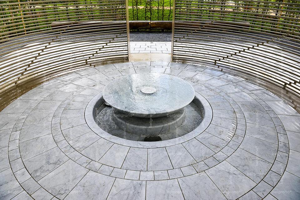 IGA 2017 Berlin - Gartenkabinett China - mit belgrano® Naturstein Bodenplatten und einem Brunnen aus Marmor