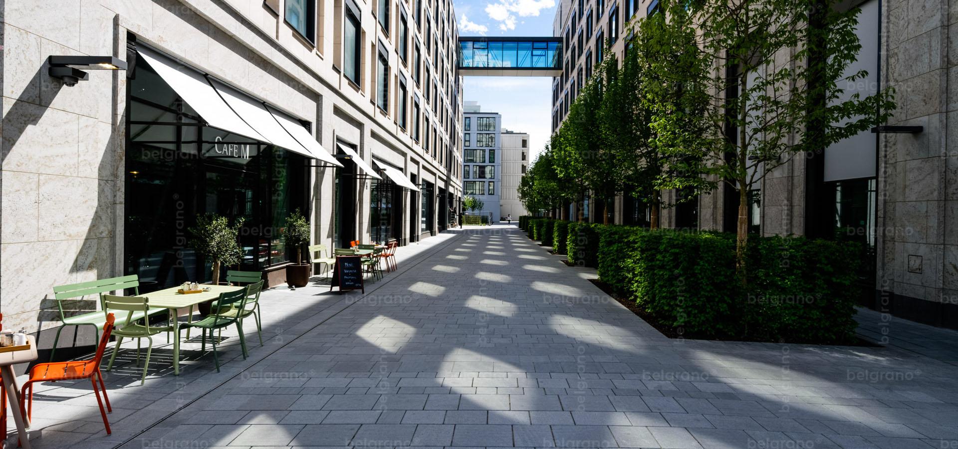 München Schwabinger Tor - mehrfarbige belgrano® Naturstein Bodenbeläge, Bodenplatten, Muldensteine und taktile Leitplatten aus Diorit und Granit