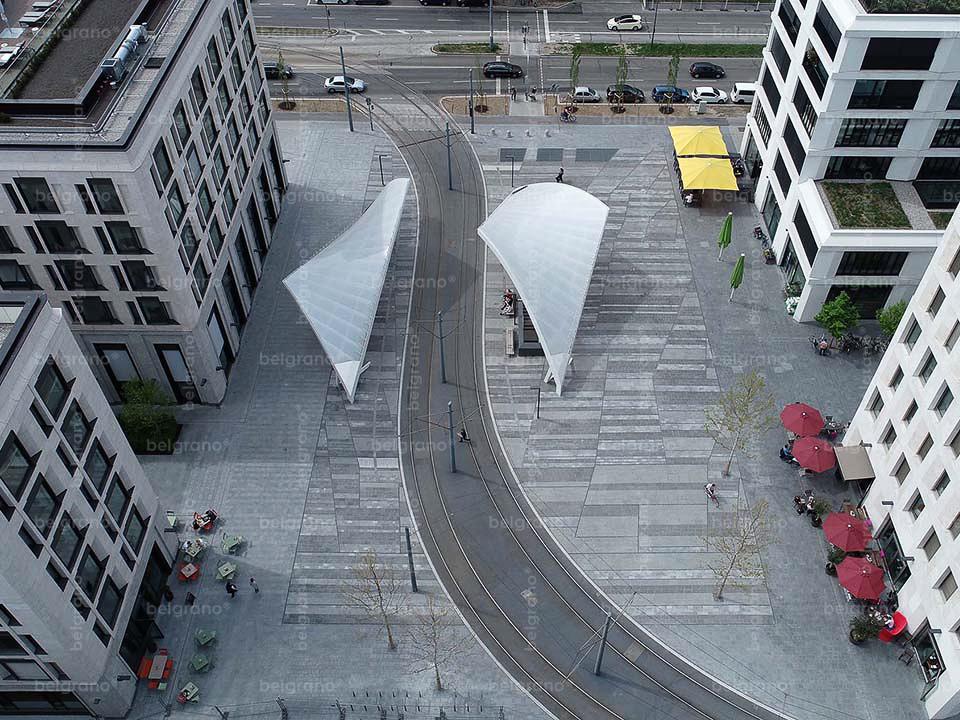 Straßenbahn Haltestelle Schwabinger Tor in München - mit mehrfarbigen belgrano® Naturstein Bodenbelägen aus Diorit und Granit