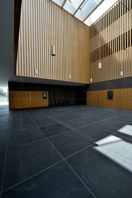 Amtsgericht in Haßfurt - mit Naturstein Bodenplatten aus belgrano® Basanit