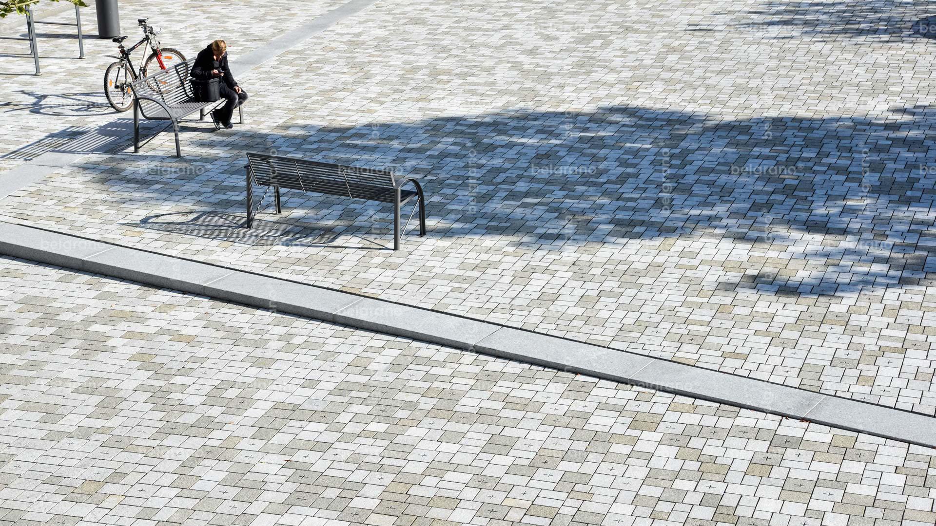Viehmarkt in Hammelburg mit mehrfarbigen gravierten belgrano® Naturstein Pflastersteinen aus Granit