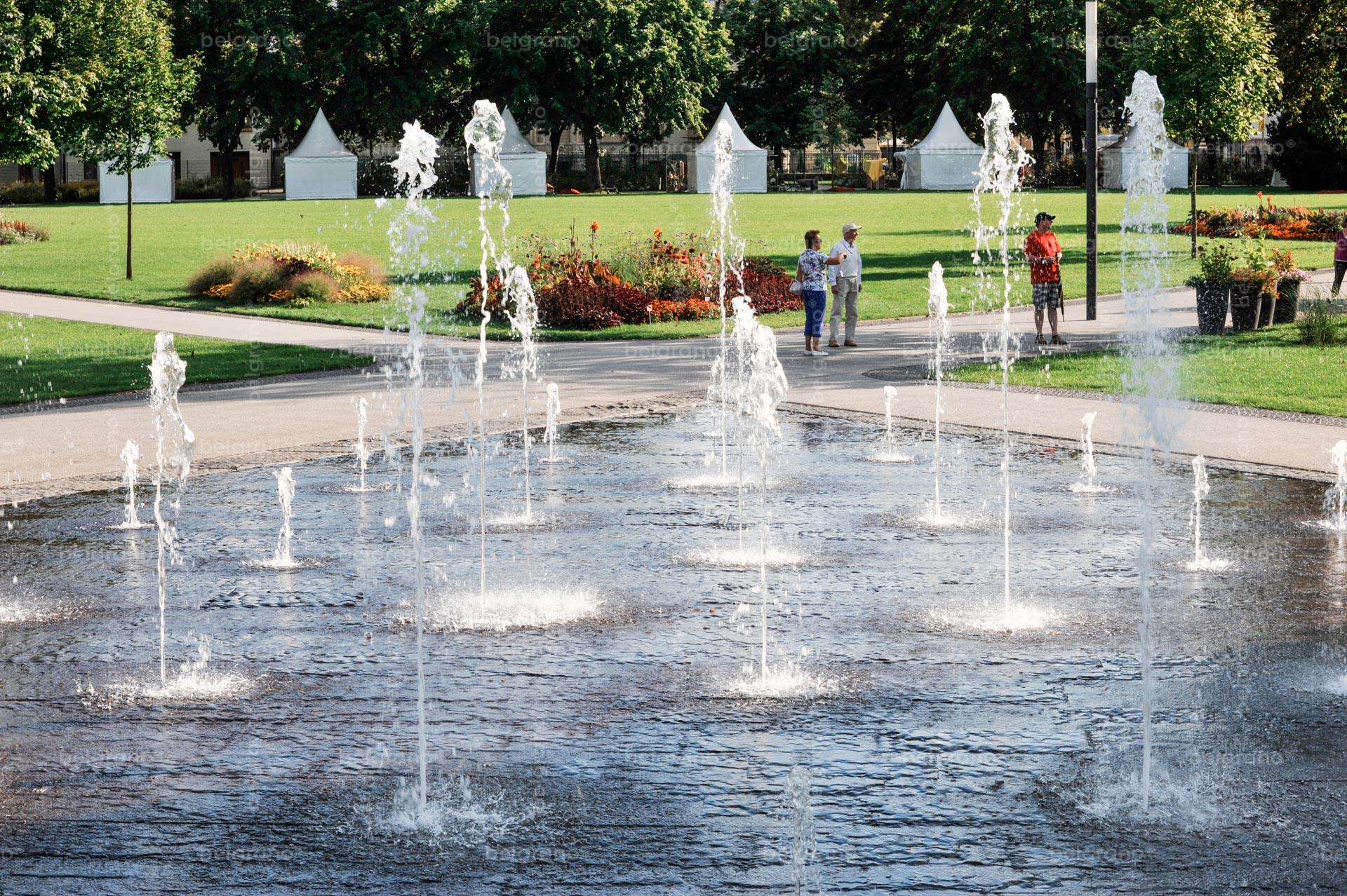 Landesgartenschau in Aschersleben mit einem belgrano® Naturstein Wasserspiel, Bodenplatten aus Basalt und Pflastersteinen aus Granit